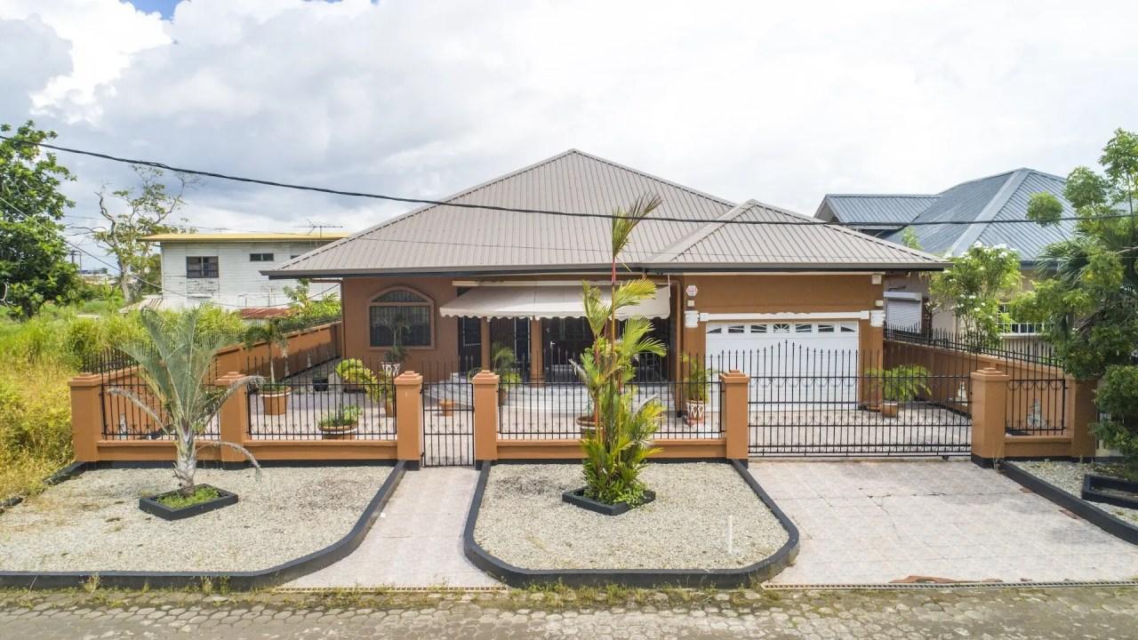 Indiralaan 68 - Leuk woonhuis voorzien van alle gemakken - Surgoed Makelaardij NV - Paramaribo, Suriname