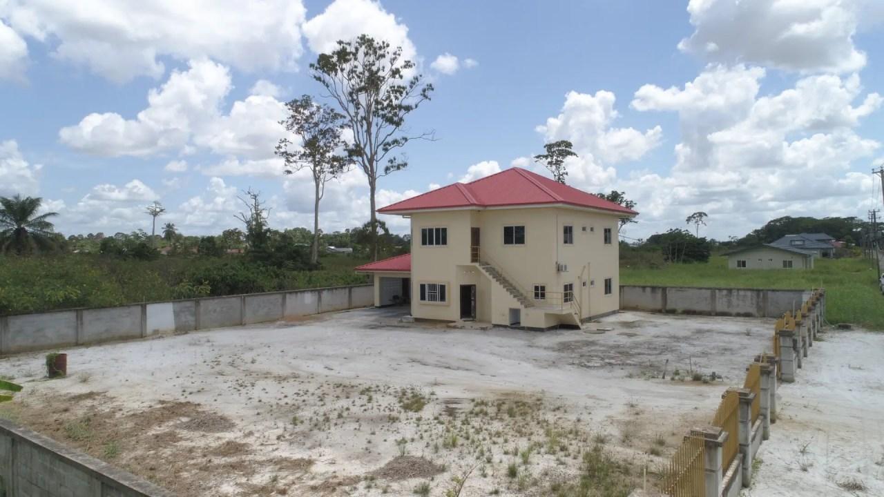 Callistostraat 9 - Zeer geschikt voor twee gezinnen - Surgoed Makelaardij NV - Paramaribo, Suriname