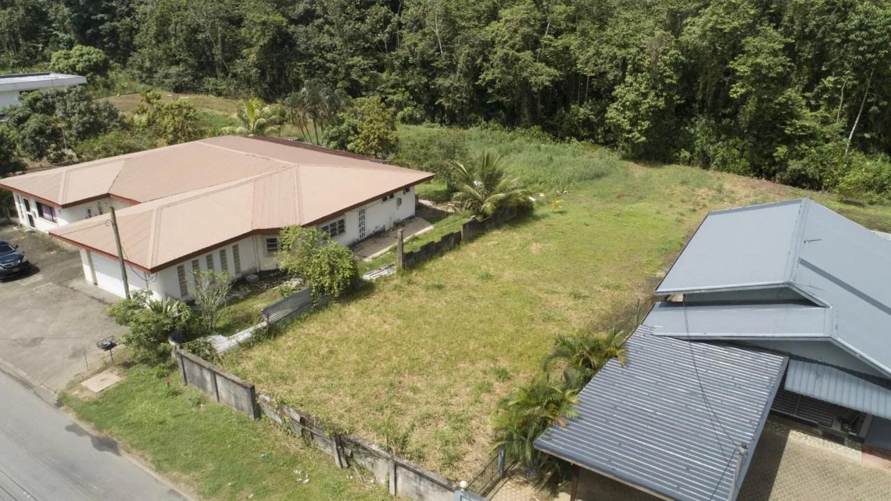 Henri Fernandesweg perc. 46 - Goed gelegen perceel aan de Henri Fernandesweg - Surgoed Makelaardij NV - Paramaribo, Suriname