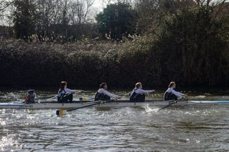 Women's beginner 4+ 'A' in the middle of their race