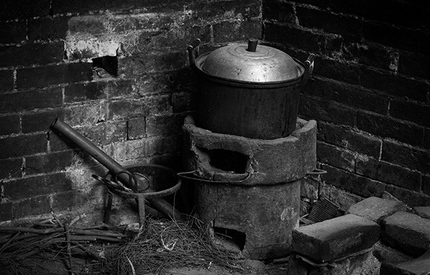 old-pot-survival-cooking