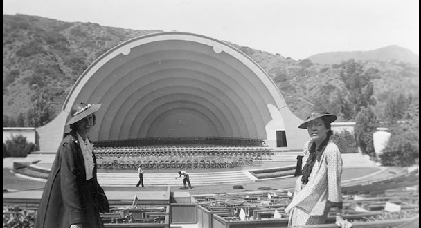old hollywood glamor in full effect at the hollywood bowl