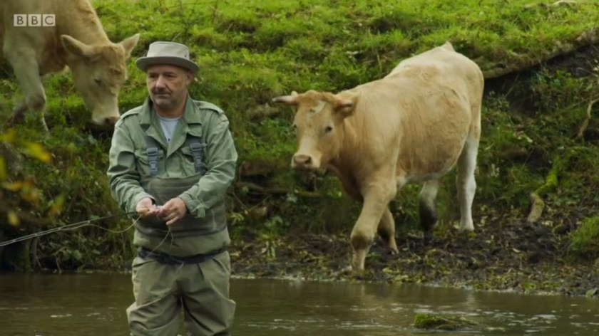 Mortimer & Whitehouse: Gone Fishing - Bob Mortimer shares the Wye with a farmer's cow