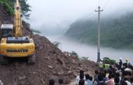 मुग्लिन–नारायणगढ सडक खण्डमा पहिरोले प्रहरीको भ्यान पुरियो, २ जनाको मृत्यु, २ बेपता