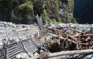 निर्माण भएको दुई महिना नपुग्दै पुल भत्किएर स्थानीय बासिन्दाको बिजोग