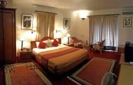 सांसदलाई डेरा पाउन मुस्किल, अधिकांश महंगो होटेलमै