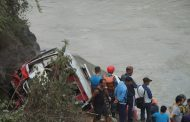 नारायणगढ मुग्लिनमा भयानक दुर्घटना, तीन जनाको ज्यान गयो, २३ जना घाईते