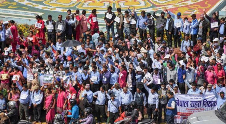पेशागत सुरक्षाको माग गर्दै राहत शिक्षकद्वारा प्रदर्शन