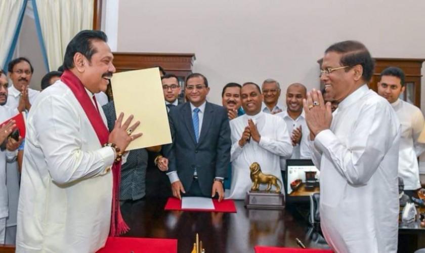 श्रीलंकामा नाटकीय नयाँ राजनीतिक मोड, राष्ट्रपतिमा हारेका राजापक्ष बने प्रधानमन्त्री