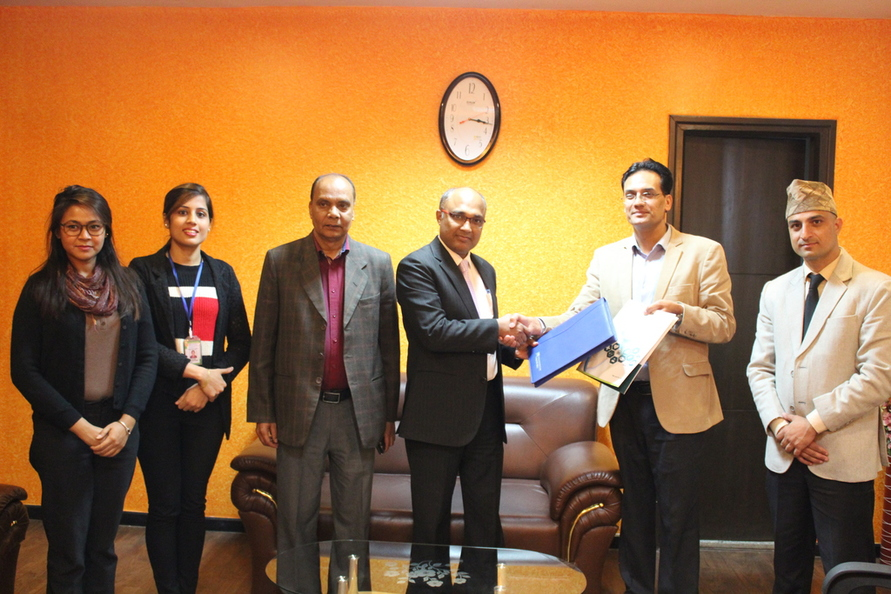 माछापुच्छ्रे बैंकको ओम अस्पताल र नेपाल क्यान्सर अस्पतालसँग सम्झौता