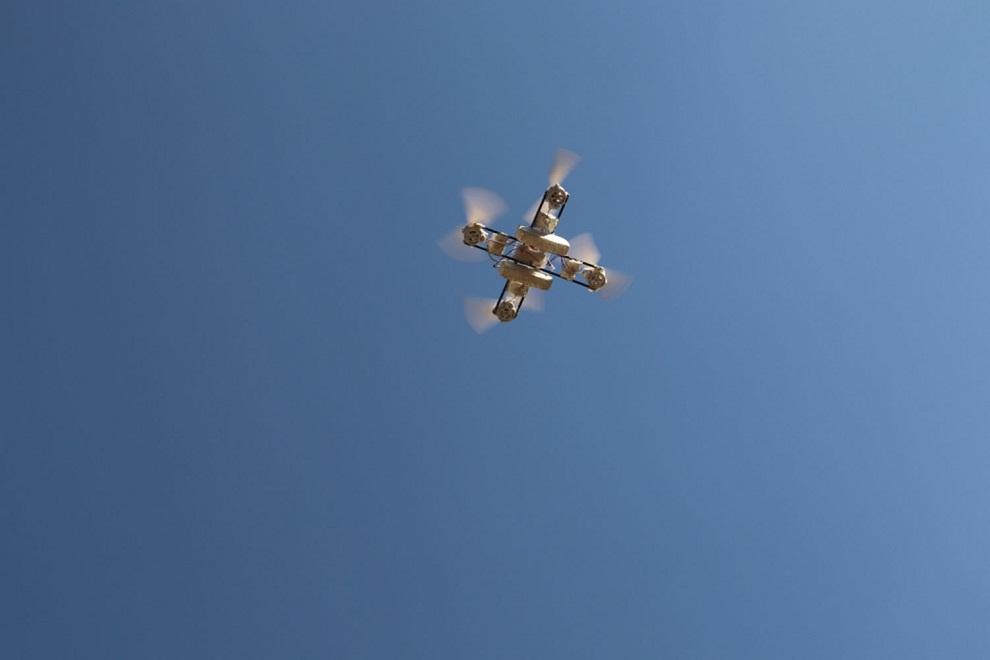 कक्षा १० मा अध्ययनरत विद्यार्थीले ड्रोन उडाए