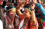 ल्होछारमा रम्दै तामाङ समुदाय