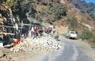 मध्यपहाडी र मालढुङ्गा–बेनी सडक बन्द हुँदा सास्ती
