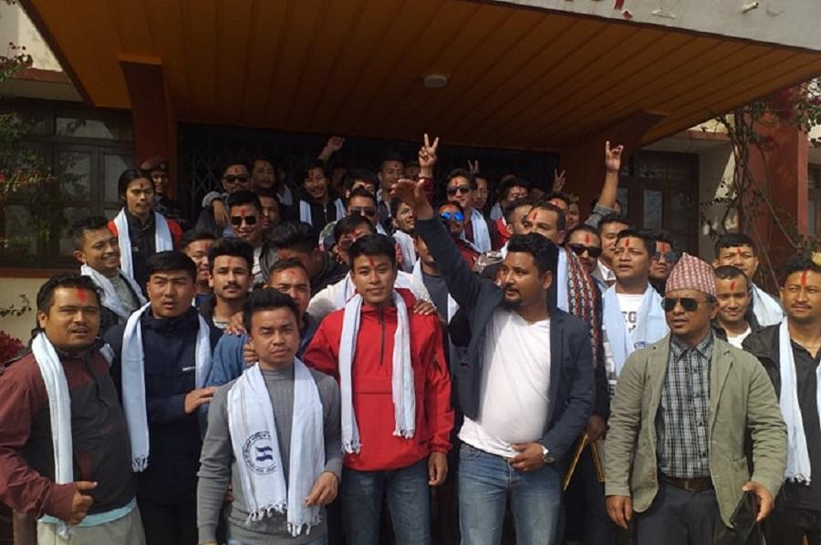 केन्द्रदेखी स्थानीय तहमा भ्रष्टाचार बढेको भन्दै नेकपाका सयौं नेता/कार्यकर्ता काँग्रेस प्रवेश