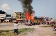 ट्रकमा पेट्रोल बम प्रहार गरी आगजनी, चालक घाइते