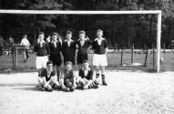 SuS Teil der 2. Mannschaft 1957 H.v.l. Werner Döneke, Bruno Koerdt, Manfred Ulrich, Reinhard Reichenberger, Werner Wilms. V.v.l. Günther Nahrmann, Wilfried Foschepoth(Knoppen), ???