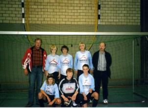 Werler Hallenstadtmeister C-Jugend 2006 V.l. Betreuer Franz-Josef Berz, Michel Berz, Tommy Reinhardt, Lukas Stratmann, Trainer Erich Kreyenbrink. V.v.l. Daniel Rudolf, Ludger Ostermann, Philipp Zaremba.