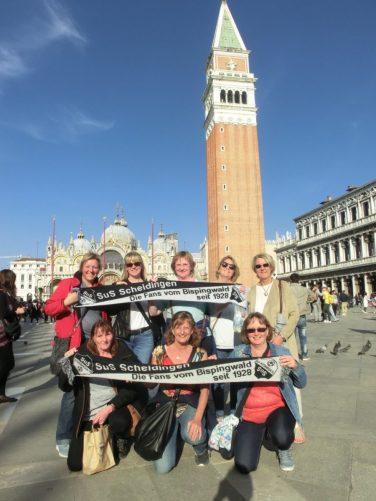 Die Damen auf dem Markusplatz in Venedig am 30.04.17
