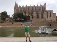 Gerd Naake in Palma vor der Kathedrale der Heiligen Maria am 01.08.2017