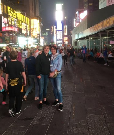 Malou und Britta Hagedorn in New York USA am Times-Square am 04.08.2016