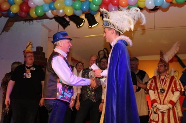 Edmund Becker, ehemaliger Seniorenspieler in Scheidingen, erhielt einen Orden! 1979 war er Prinz Karneval beim SuS
