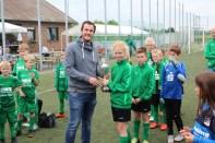 Gratulation von Jugendgeschäftsführer Niklas Schulte an die TuS Ampen zum 2. Platz