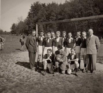 4.v.l.stehend in der Jugendmannschaft des SuS die Staffelmeister 1956 und 1957 wurden