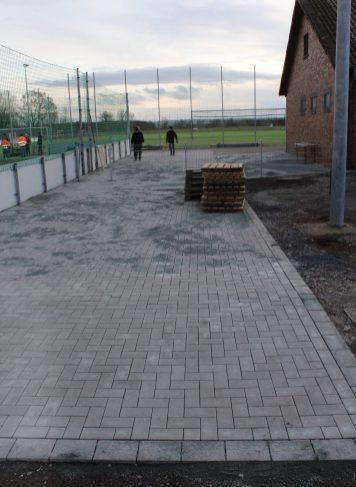 Pflasterarbeiten rund um den Soccerplatz 04.12.2020