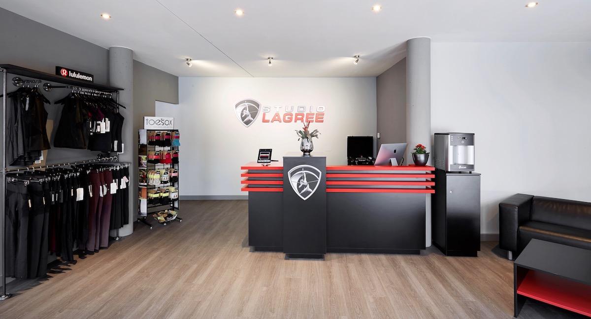 Studio Lagree München - ganzheitliches Fitnesstraining | Interview Eingangsbereich und Lounge
