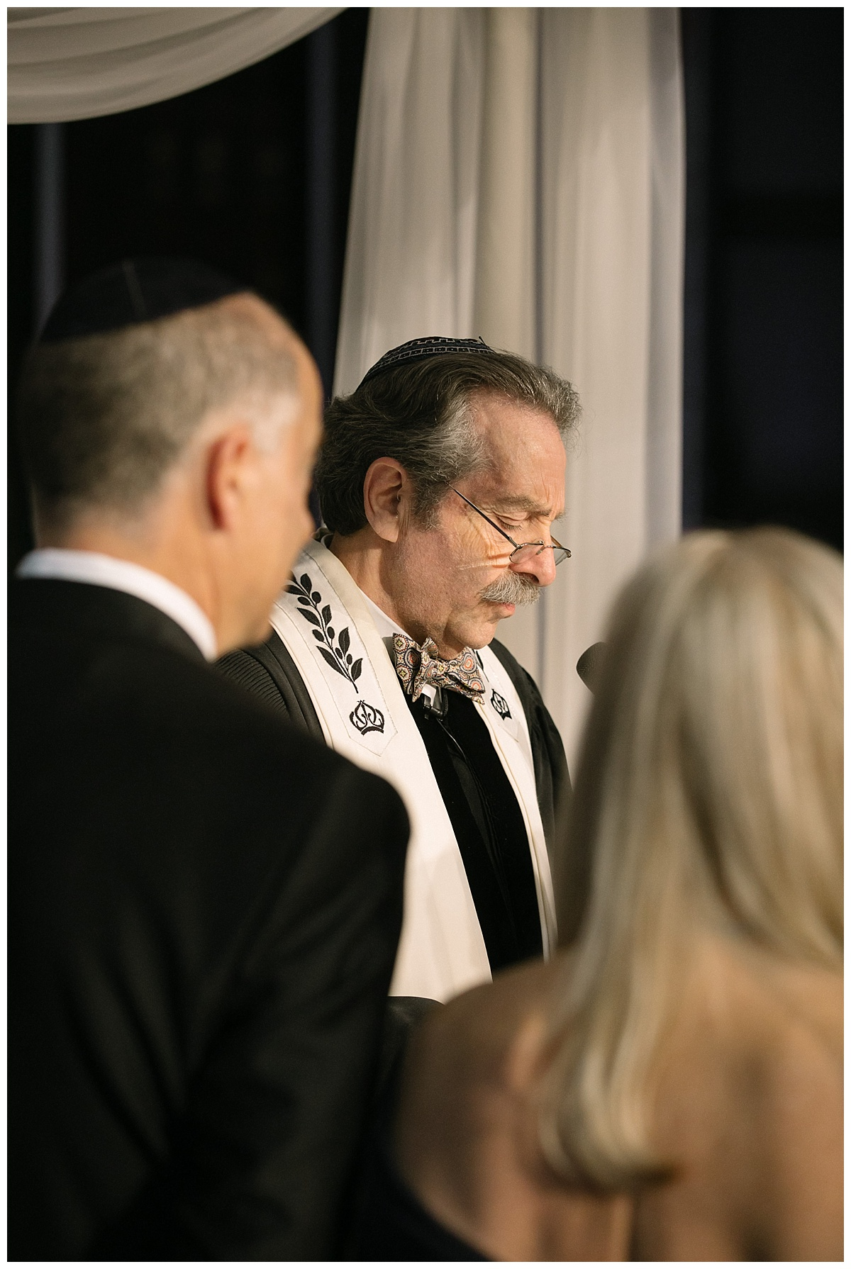 An officiant proceeding a jewish wedding ceremony at Guastavinos in New York City.