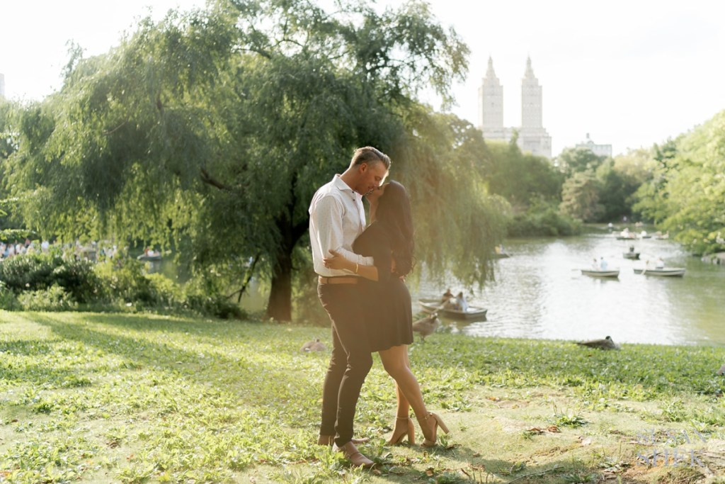 couple kissing at cherry hill in central park