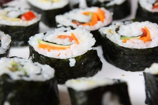 vegan-sushi-with-carrots