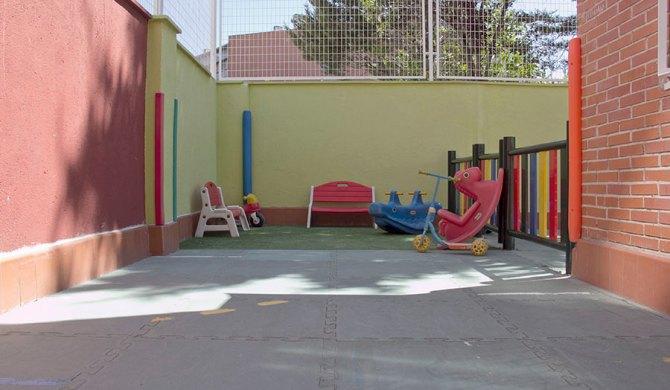 el patio Sus Pequeños Pasos