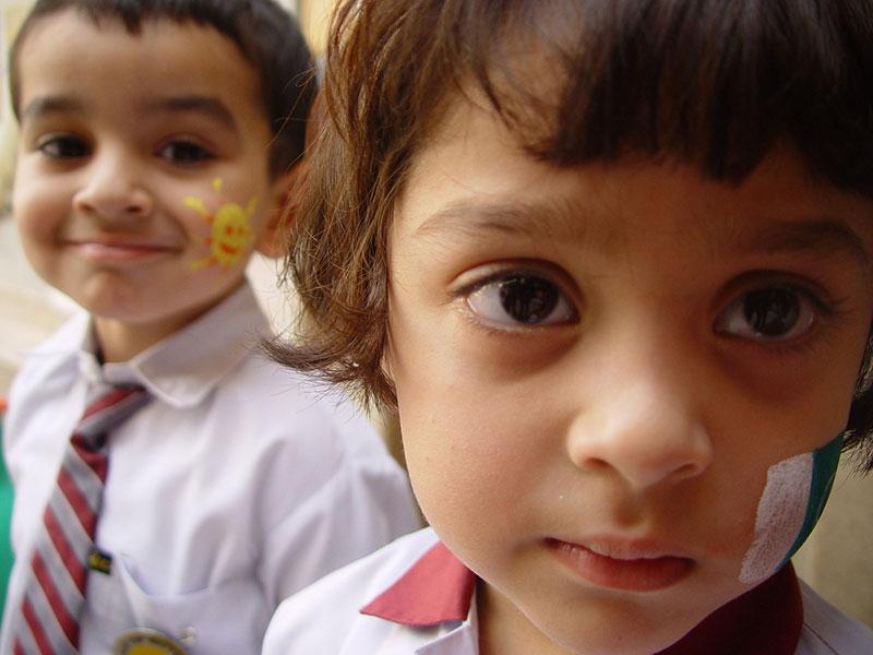 kids couple Sus Pequeños Pasos