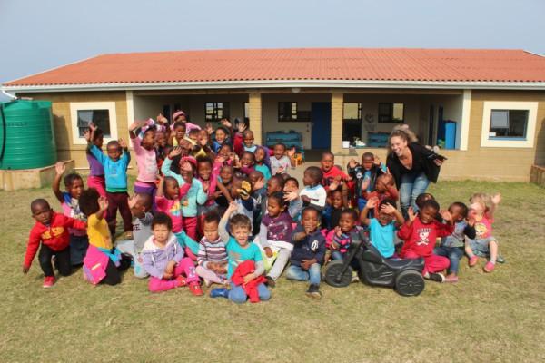 Laura and the children of Ikhaya Labantwana Montessori.