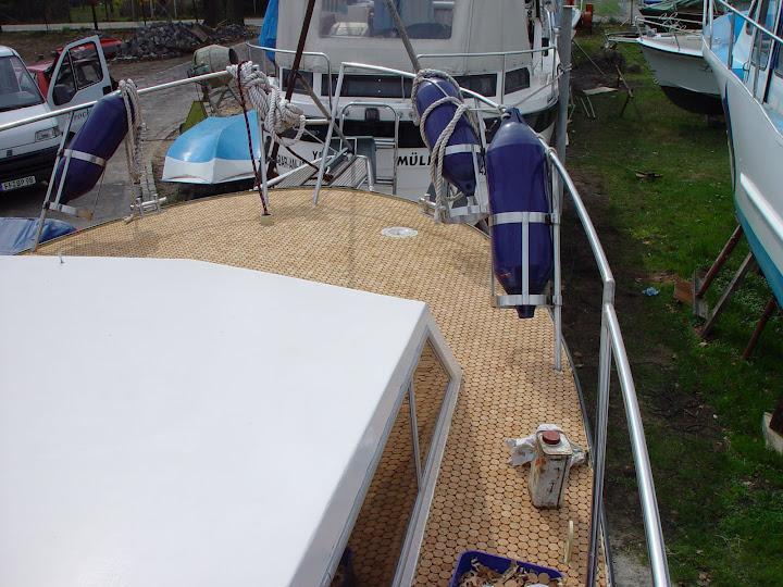 versacork-room-scene-yacht-decking