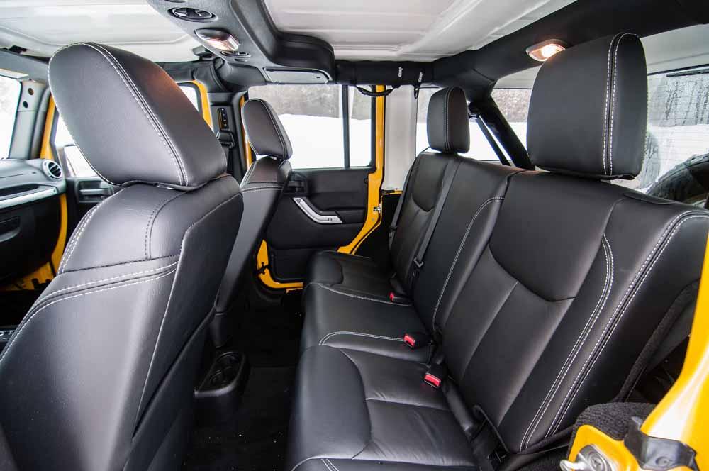 Comparison Jeep Wrangler Unlimited Sahara 2015 Vs