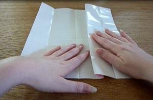Vaas 1/3 van het papier naar het midden vouwen