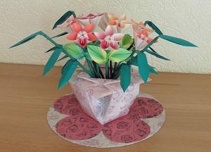 Vaas origami bloemen in de vaas