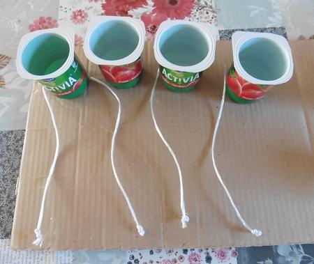 vogelvetbollen-maken-bakjes-met-touwtjes