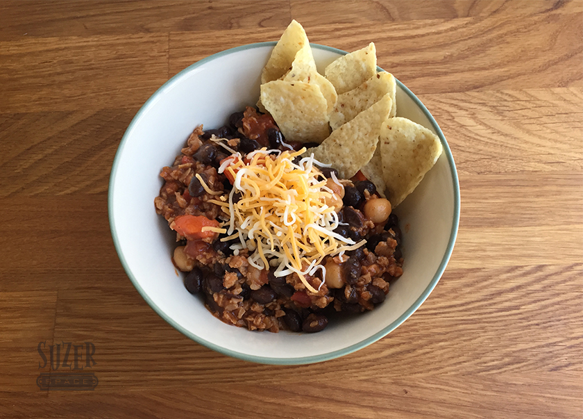 Vegetarian chili - warm and comforting | superspace.com
