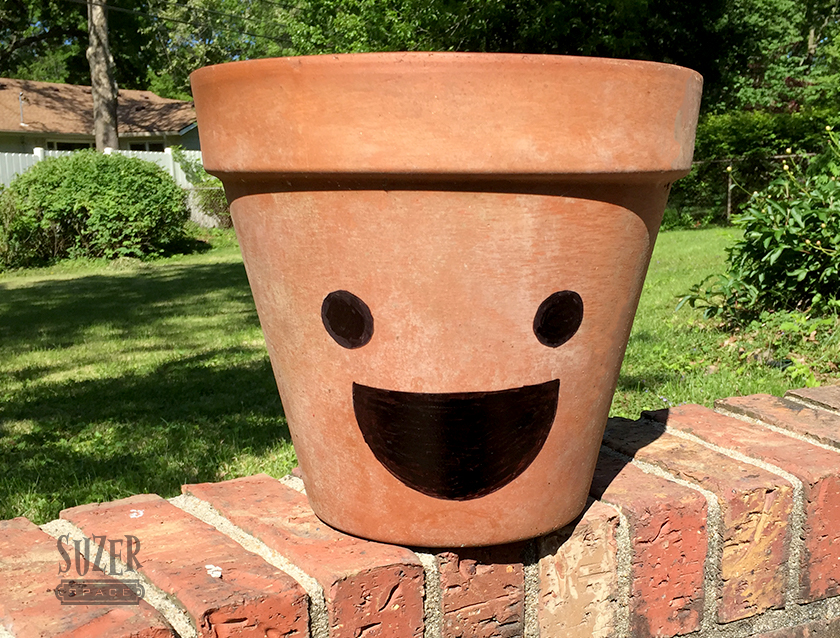 Black marker turns a plain, weathered terra cotta pot into a happy planter | suzerspace.com