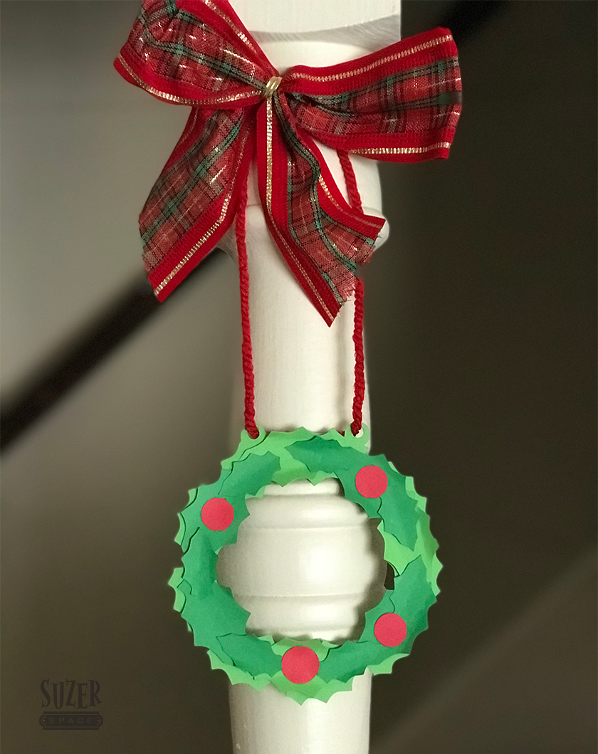 Mini Holly Wreaths for holiday decorating | suzerspace.com
