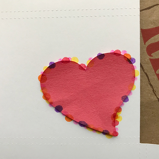 Bright marker polka dots define a heart on an easy to make gift card holder - perfect for Valentine's Day! | suzerspace.com