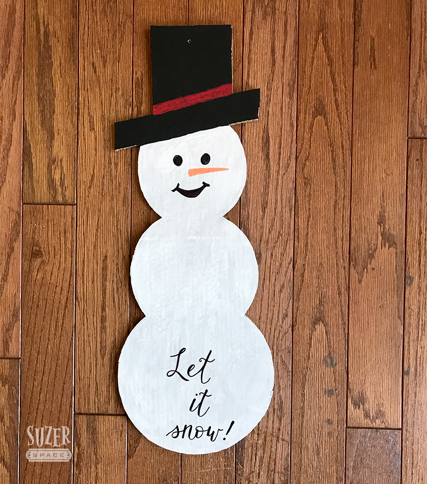 A Happy Snowman Door Hanger comes to life with a little paint and cardboard | SuzerSpace
