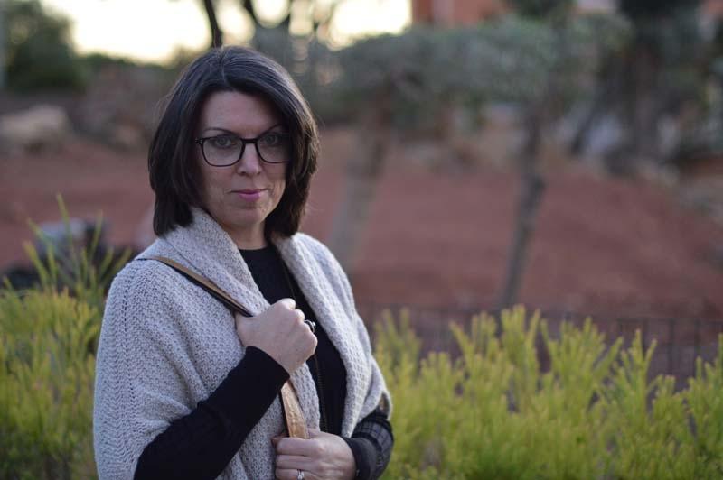 Staying warm with my favourite Massimo Dutti shawl