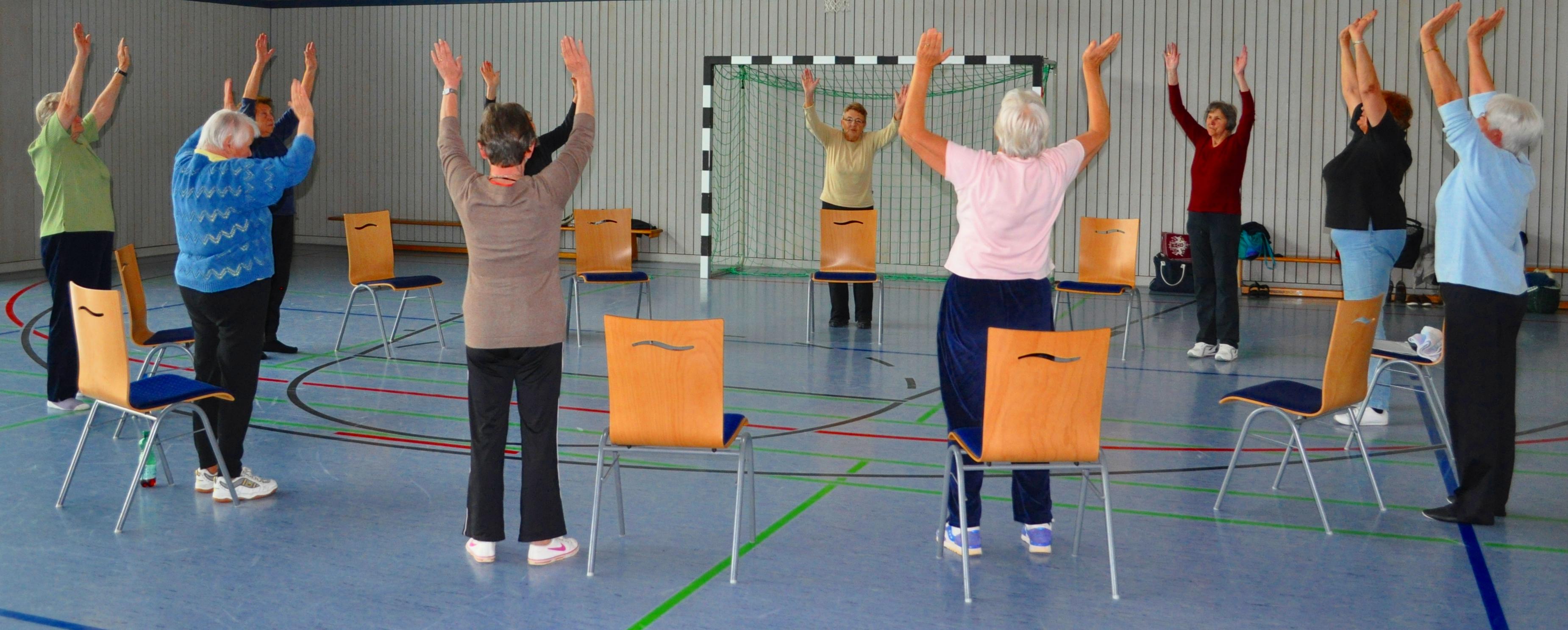 Seniorengymnastik am Mittwochnachmittag in der Sporthalle