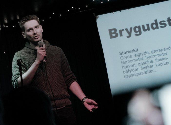 Dennis Guldbrandsen fortæller om at brygge sin egen øl til Pecha Kucha Night #7 på HUSET i Aalborg.