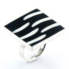 trendy-black-_-white