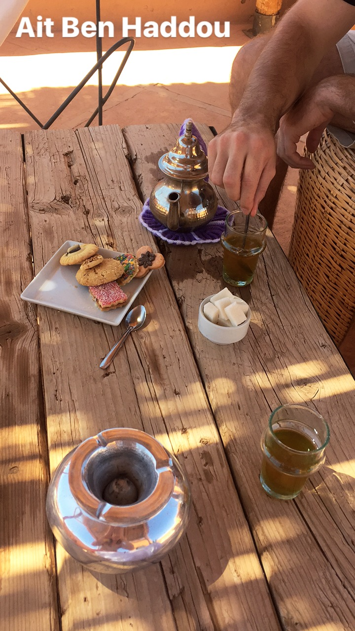Stay in Ait Ben Haddou_Where to stay in the moroccan desert_riad_caravane_bed and breakfast_airbnb_intimate_beautiful_relax_french_local_UNESCO World Heritage site_review_mint tea and biscuits